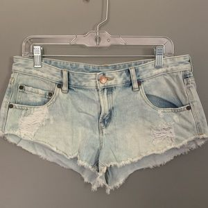 bdg low rise light wash distressed shorts